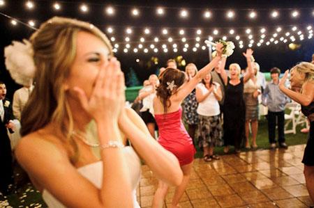 Διάφοροι διαγωνισμοί για μάρτυρες στο γάμο. Bareback τιμή γάμου και ... d2b836985d1