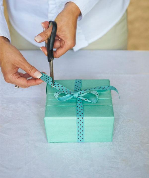 Упаковать подарок без бумаги 10